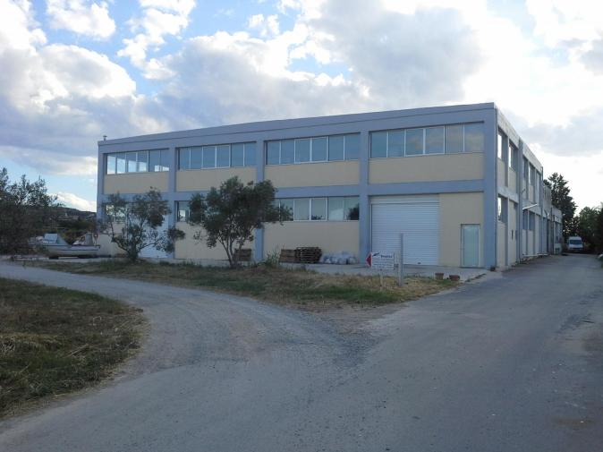 Industrial / Commercial Building , 2650 sqm.The Building has 5 big dump doors and cargo elevator.Suitable for craft , storage use.
